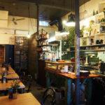20年間続く老舗カフェ。年季の入った内装が逆に素敵。ノースメルボルンのカフェHot Poppy